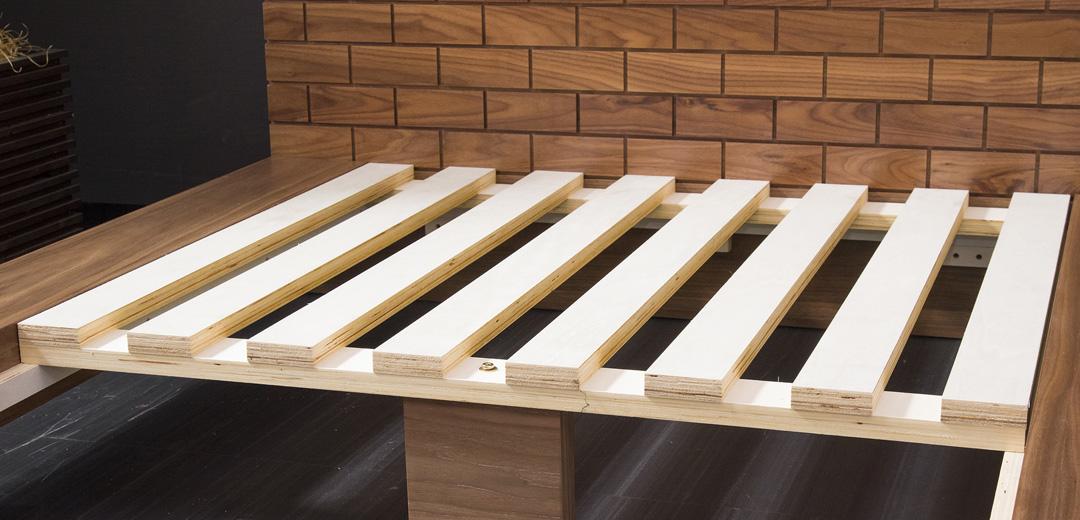 BRICKローベッド通気性の高い木製スノコを採用