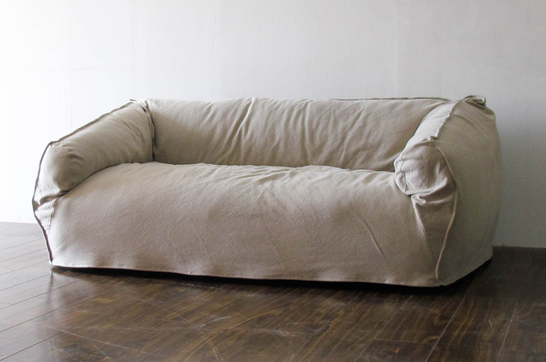 天然素材(麻・綿)で包まれたカバーリングソファ