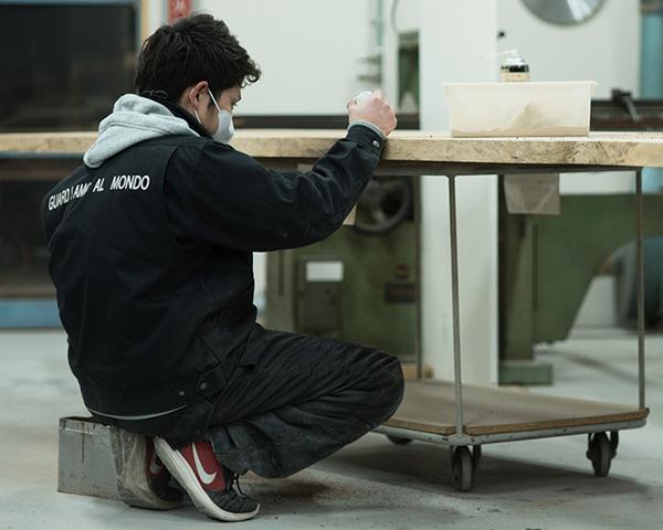 日本の家具職人による一貫生産